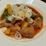 簡単でおいしい、鶏もも肉で作るエビチリ風中華炒め。白いご飯がすすむこと。