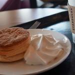 [スタバ・季節のおすすめ]バターミルクビスケットを食べてみた!しっとりしていてコーヒーと良く合う。