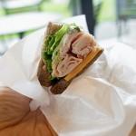 [スタバ季節のおすすめ] ハニーハム&チェダーチーズサンドイッチを食べてみたぞ!