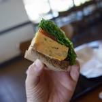 [スタバ・季節のおすすめ] エッグサンドイッチの分厚いたまごが食欲をそそります♪