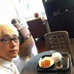 スターバックスコーヒー御堂筋本町東芝ビル店。ビジネス街のど真ん中のスタバはシックな店舗で落ち着きます。