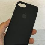 iPhone7純正シリコンケースが届いたので、さっそく装着。