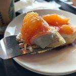 スターバックスの「オレンジパイ」。ツヤツヤで見るからにおいしそう!